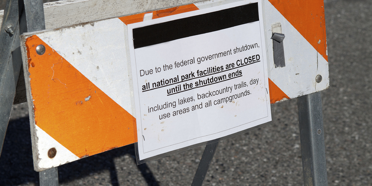 Sign stating that federal parks are closed due to a government shutdown.