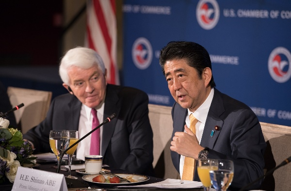 Tom Donohue and Shinzo Abe at the U.S. Chamber of Commerce