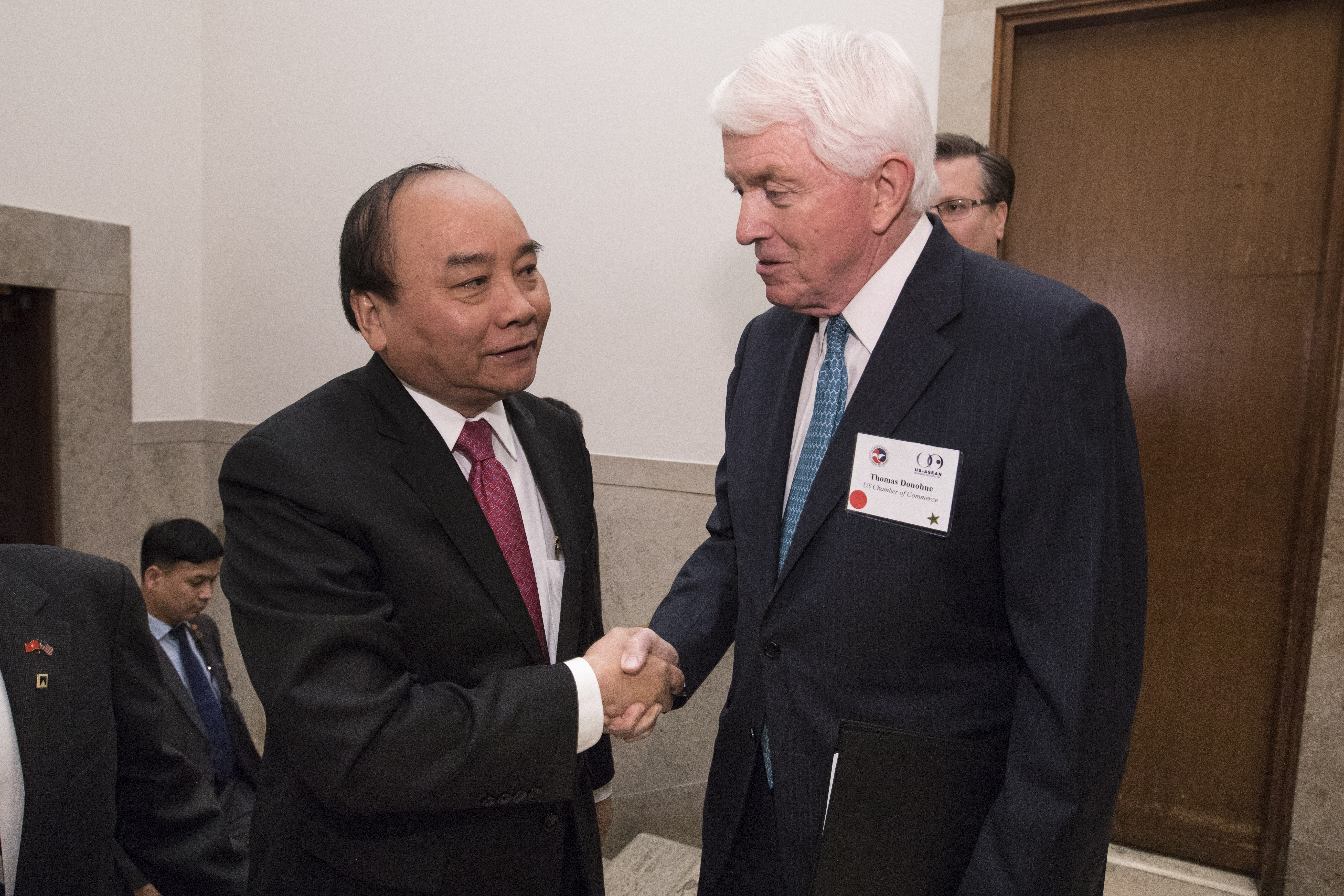 Nguyen Xuan Phuc and Tom Donohue