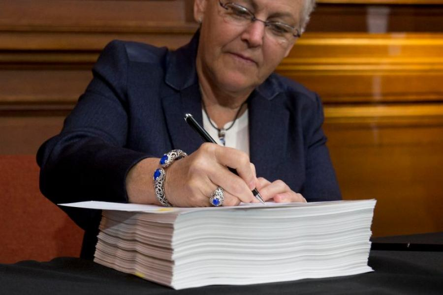 EPA Administrator Gina McCarthy signs carbon regulation proposal. Photographer: Andrew Harrer/Bloomberg.