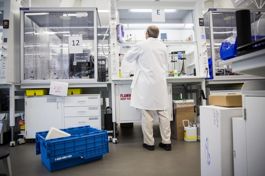 A scientist works inside the new lab at the GlaxoSmithKline Plc facility in Collegeville, Pennsylvania. Photographer: Eric Thayer/Bloomberg