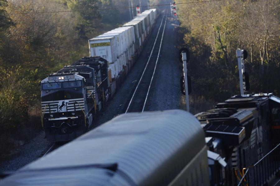 Norfolk Southern freight trains in Danville, KY.