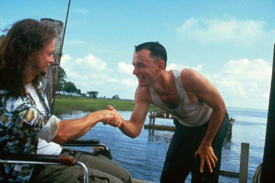 Lieutenant Dan shows up to work on Forrest Gump's shrimpin' boat.