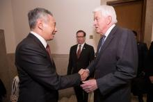 Tom Donohue greets Lee Hsien Loong, prime minister of Singapore