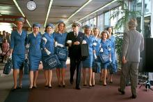 Leonardo Dicaprio walking with flight attendants in the movie Catch Me If You Can.