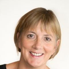 Julie Sinnamon Headshot