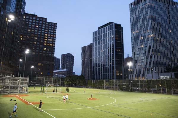 Youth sports teams from Tribeca, Battery Park City, and the Financial District often play at Battery Park's fields.